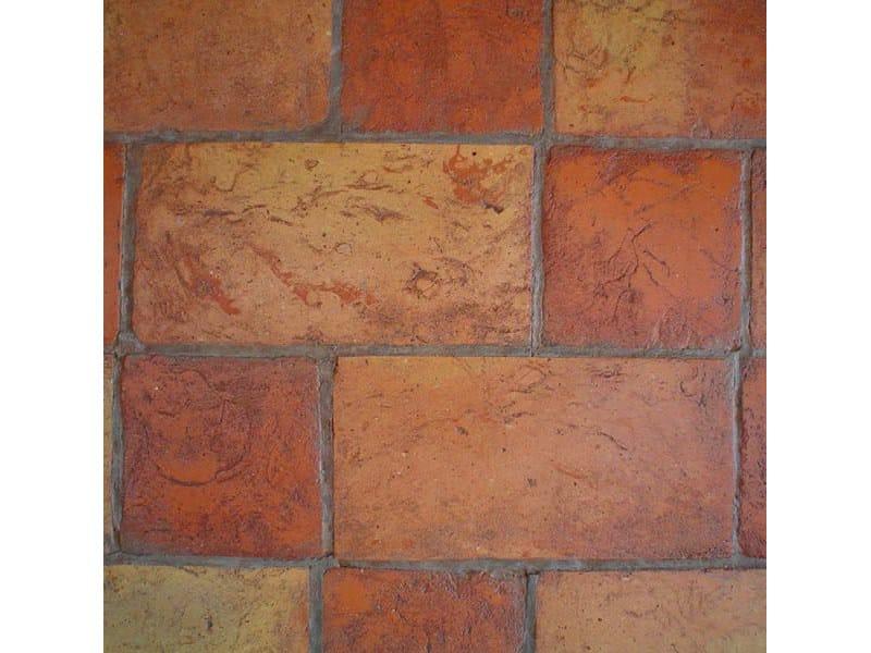 Pavimento giallo venato rosso con tavella rossa