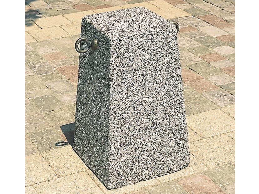 Concrete bollard with chains TERMINUS by Tegolaia