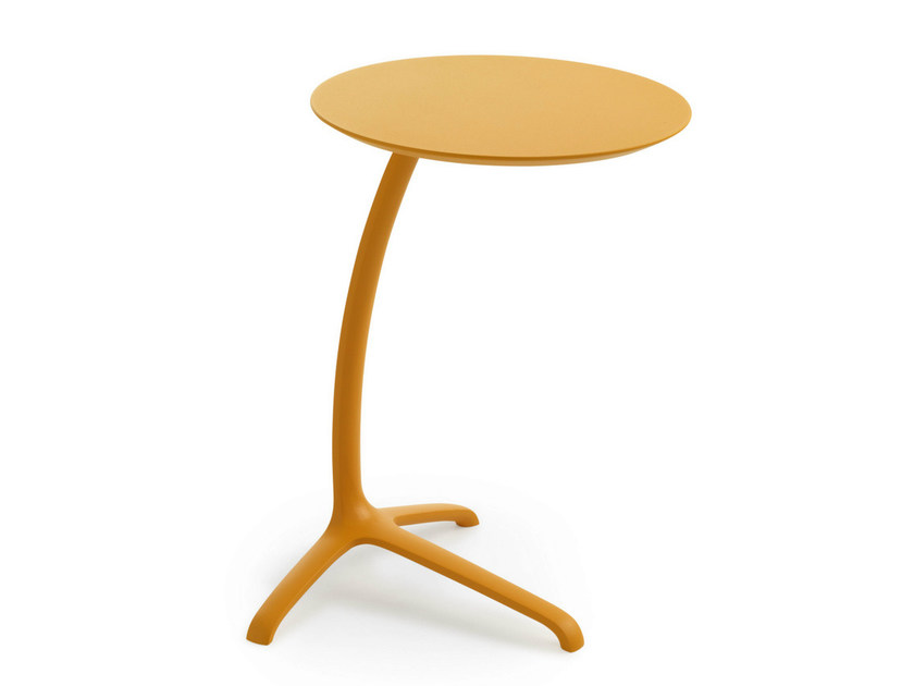 Lacquered round coffee table GRIFFO by LEOLUX