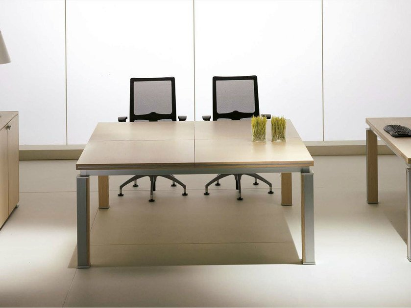 Square wood veneer meeting table ELECTA | Square meeting table by IFT