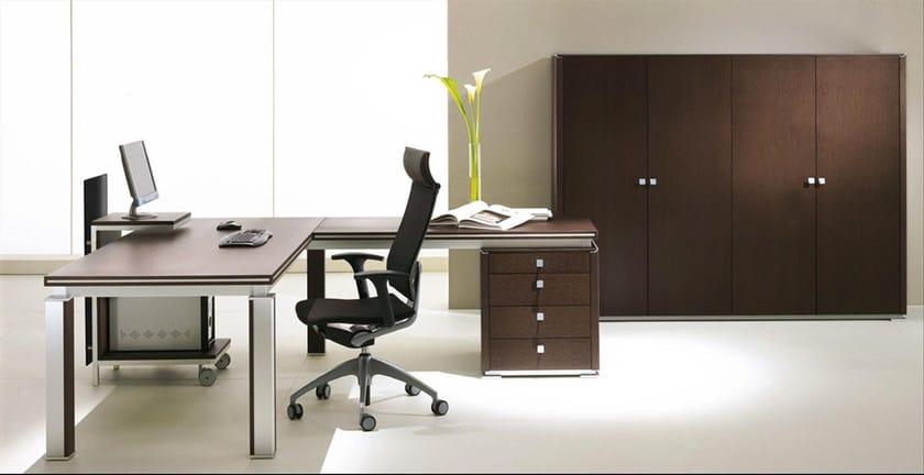 L-shaped wood veneer executive desk ELECTA | Wood veneer office desk by IFT