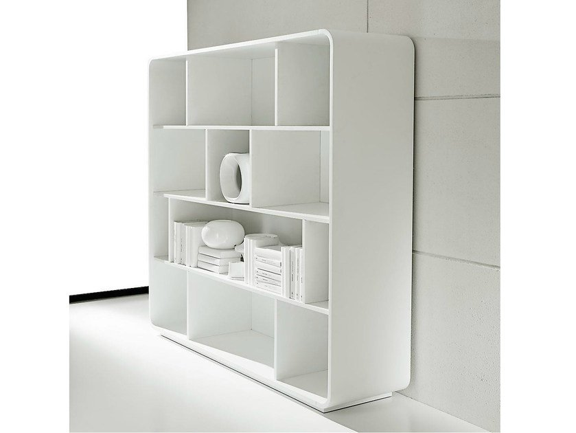Open freestanding lacquered office shelving SESTANTE | Lacquered office shelving by IFT