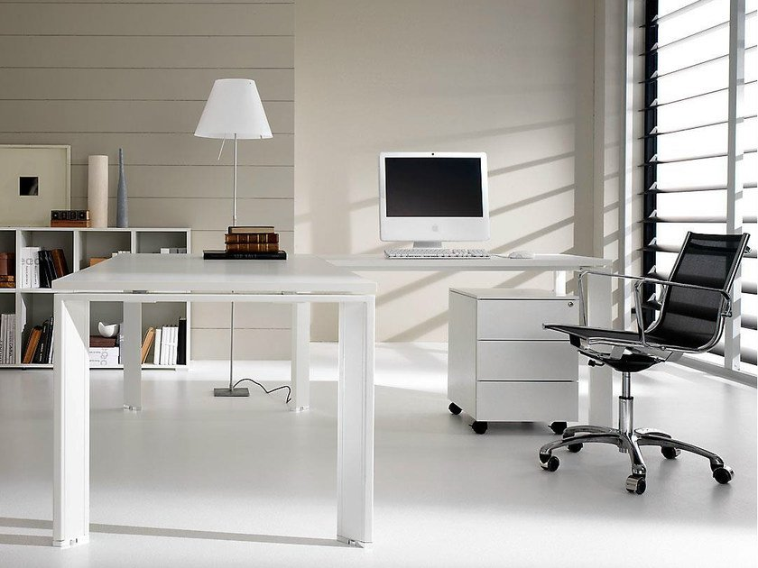 L-shaped lacquered executive desk PRATIKO | Lacquered office desk by IFT