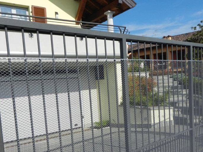 Plastic fence for balcony protection EXAGON by TENAX