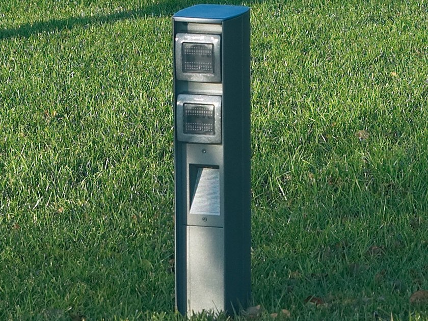 Aluminium bollard light / Power distribution unit SERVER POINT by Goccia Illuminazione
