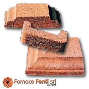 Special clay piece for fair faced facade COPRIMURETTE, CORNICI E ANGOLARI by FORNACE FONTI