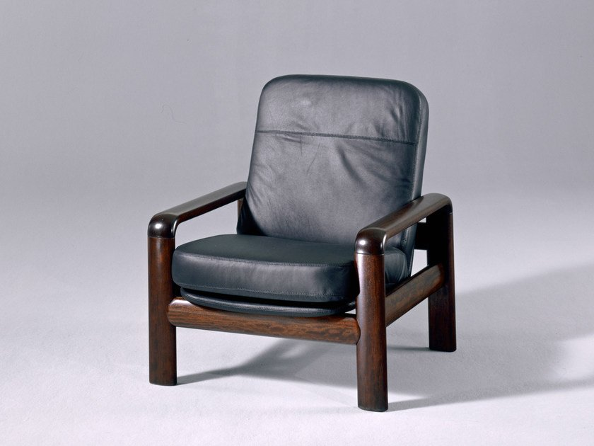 Upholstered leather armchair 8405 | Armchair by Dyrlund