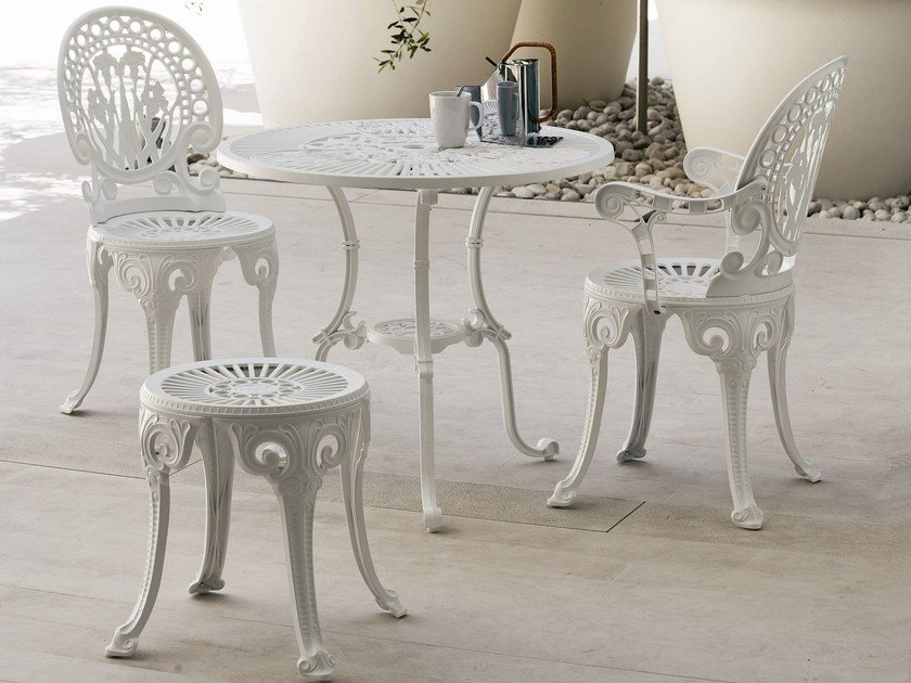 Round aluminium garden table NARCISI | Table by FAST