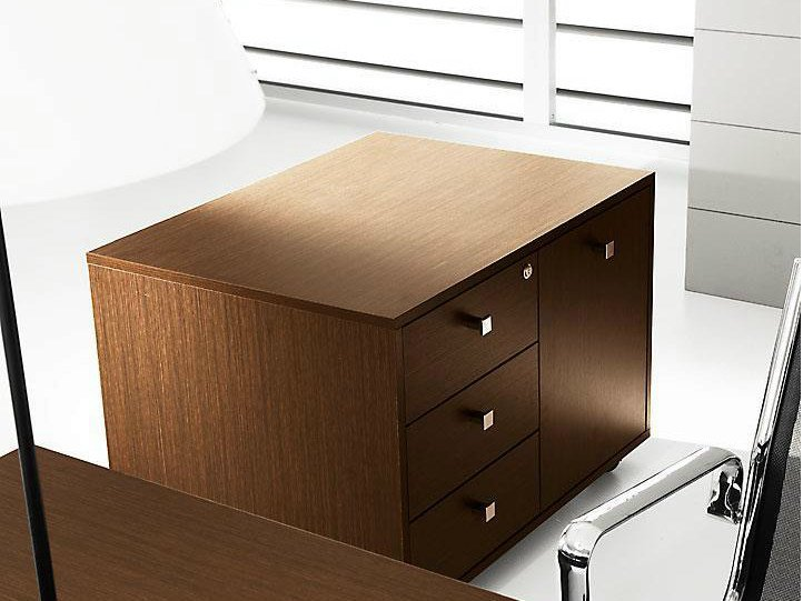 Low melamine-faced chipboard office storage unit with lock PRATIKO | Office storage unit by IFT