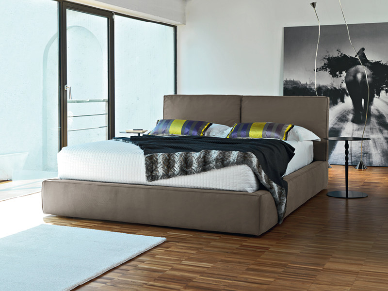 Upholstered double bed DRESS by Divanidea