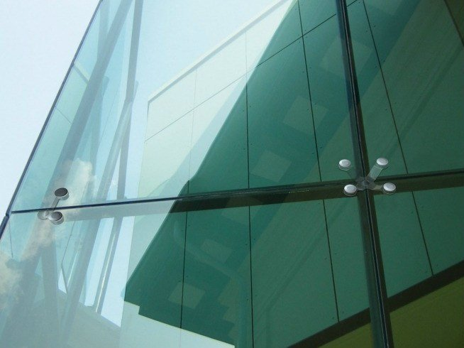 Anchorage system and profile for a facade Spiders - Glass structures by Metalglas Bonomi