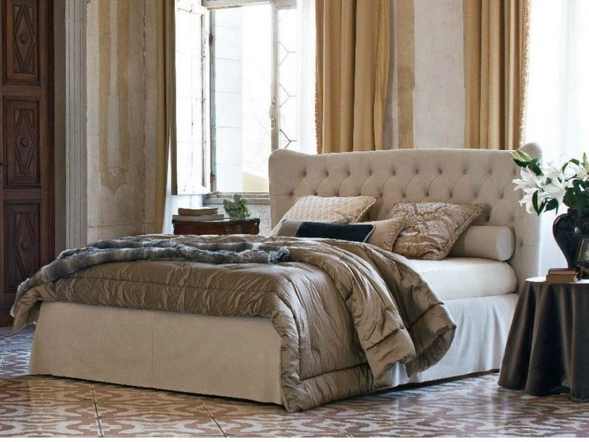 Double bed with tufted headboard TOMMY CAPITONNÈ WITH SKIRT by Twils
