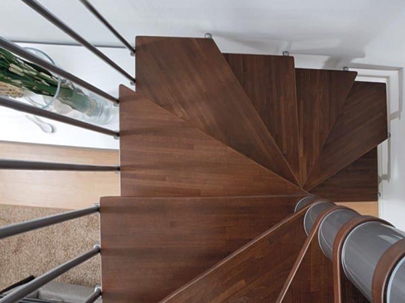 Scala a chiocciola in acciaio e legno a pianta quadrata in for Square spiral staircase