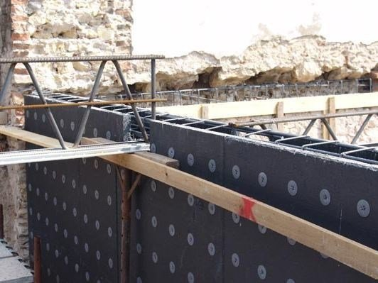 Formwork system for load-bearing wall MURO PLASTBAU® 3 by POLIESPANSO
