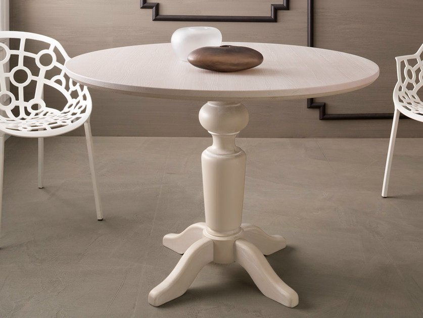 Wooden living room table with 4-star base Round table by Callesella Arredamenti