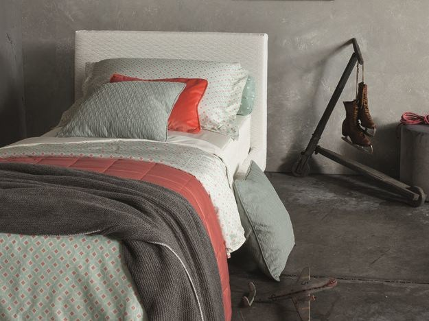 Bedding set with graphic pattern 786/088 | Bedding set by Twils