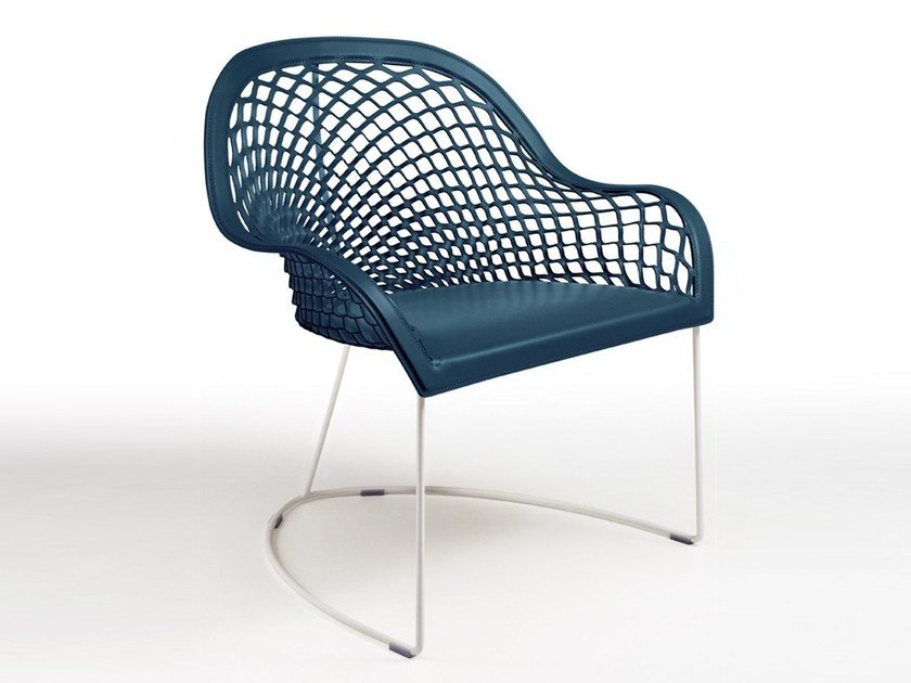 Sled base easy chair with armrests GUAPA AT | Reception chair by Midj