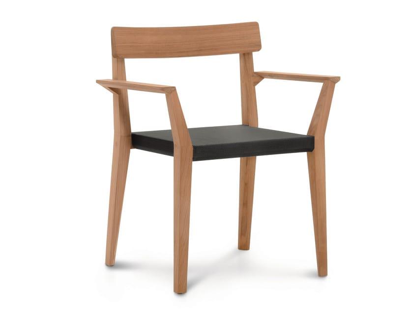 Sedia da giardino in teak e Batyline® con braccioli TEKA | Sedia con braccioli by RODA