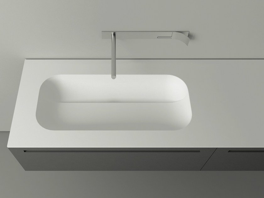 Oval Cristalplant® washbasin with integrated countertop KUPA by Boffi