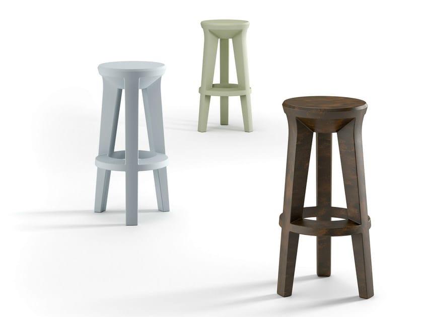 Sgabello alto in polietilene frozen stool by plust design matteo