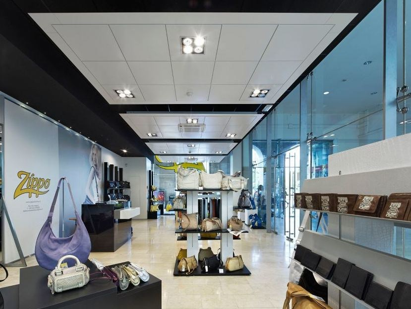 Steel ceiling tiles AXAL VECTOR by Armstrong