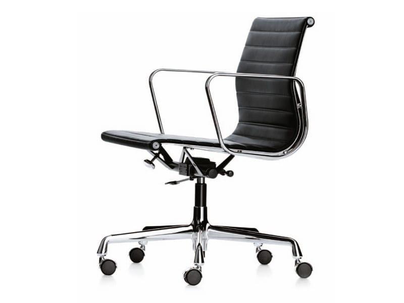 Sedie Ufficio Eames : Sedia ufficio operativa girevole con ruote ea by vitra design