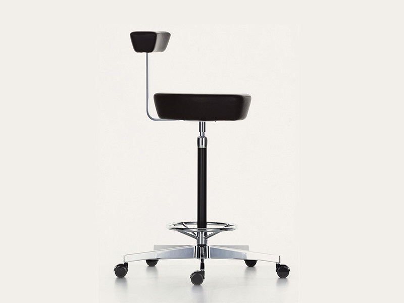 Sgabello in pelle con ruote nelson perch by vitra design george nelson