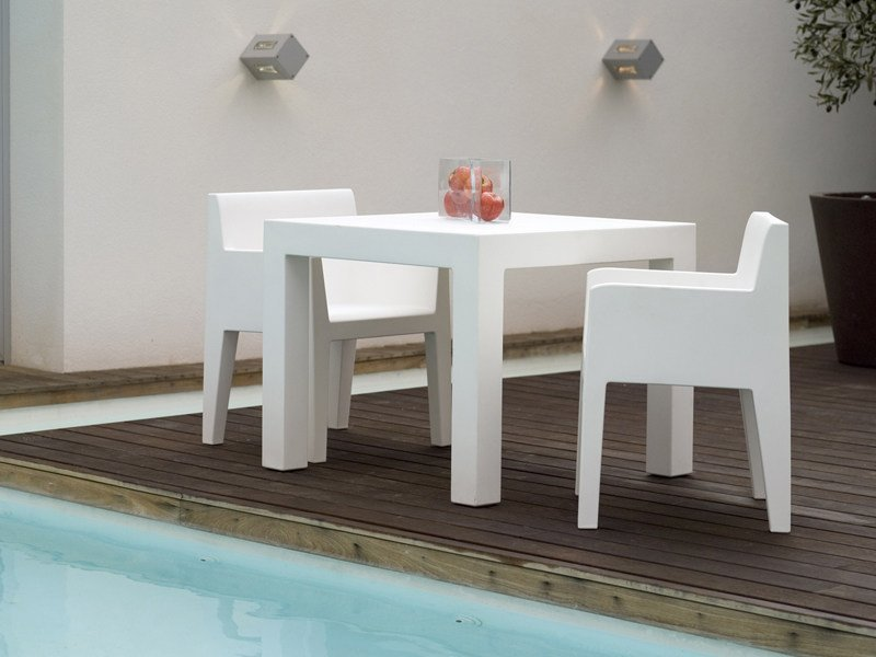 Garden chair with armrests JUT | Chair with armrests by VONDOM