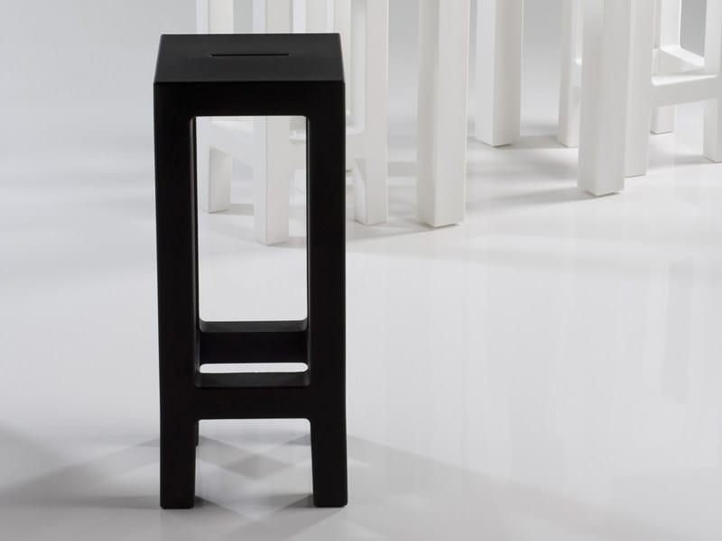 Resin garden stool JUT | Garden stool by VONDOM