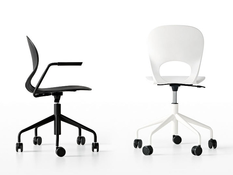 Chair with 5-spoke base with casters PIKAIA | Chair with 5-spoke base by Kristalia