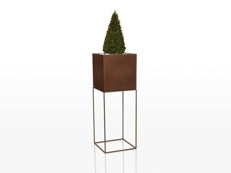 Polyethylene garden vase VELA   High garden vase by VONDOM