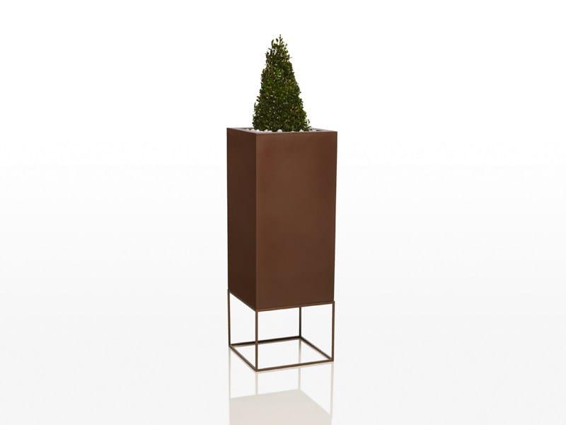 Polyethylene garden vase VELA | High garden vase by VONDOM