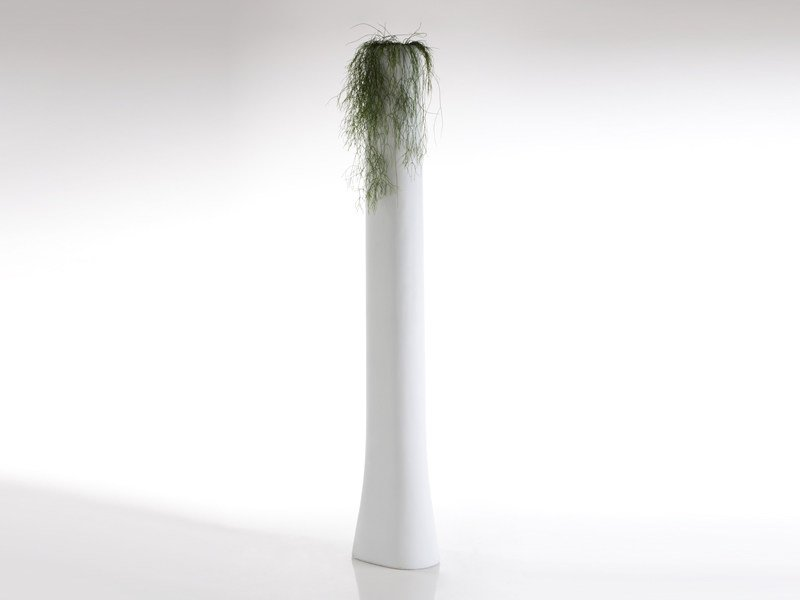 High resin garden vase BONES | High garden vase by VONDOM