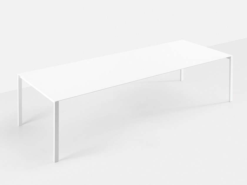 Extending table THIN-K by Kristalia