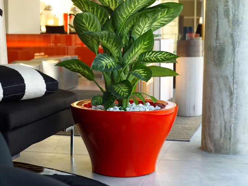 Polyethylene garden vase with Light CENTRO ALTO by VONDOM