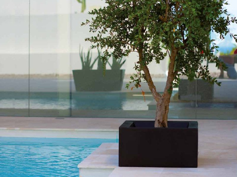 Polyethylene garden vase with Light LAND by VONDOM