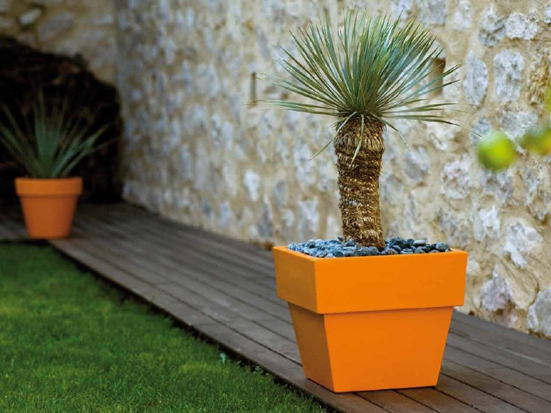 Polyethylene garden vase MACETEROS | Polyethylene garden vase by VONDOM