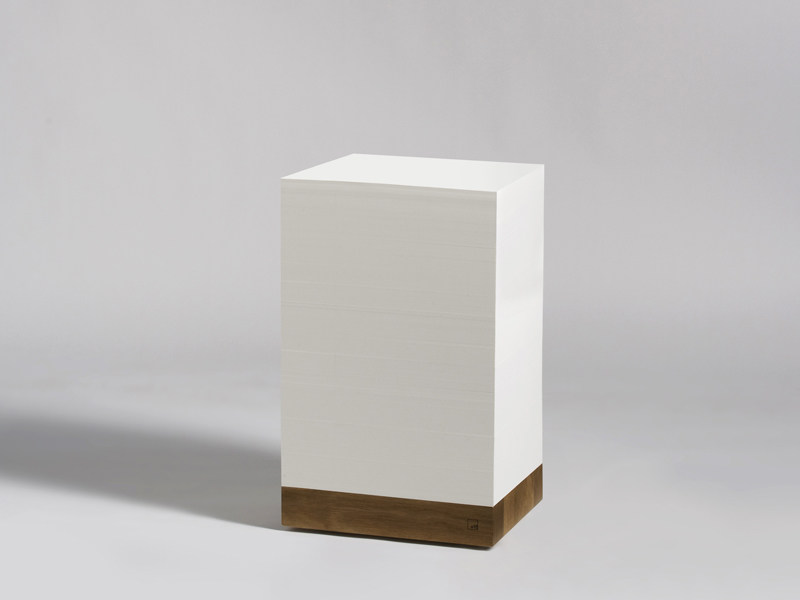Square paper coffee table MUNKEN CUBE by e15
