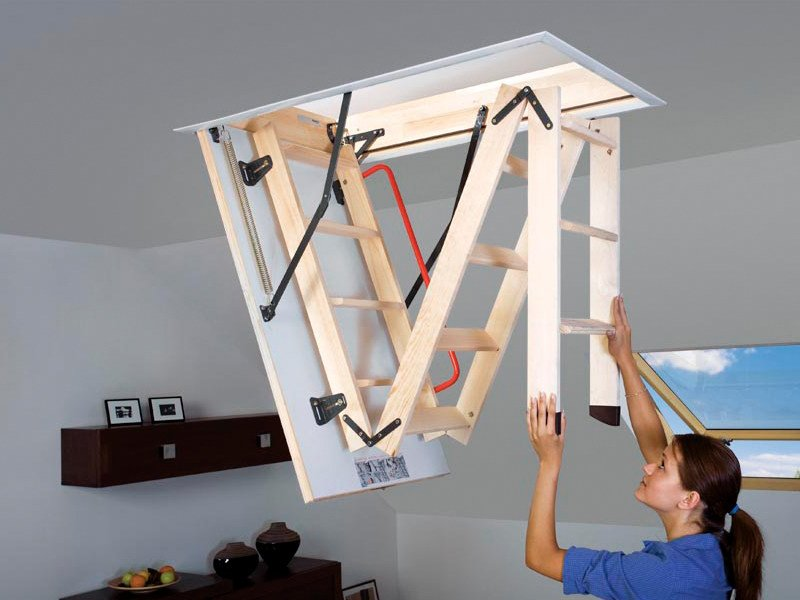 Scaletta In Legno Pieghevole : Scala retrattile in legno lwk komfort fakro