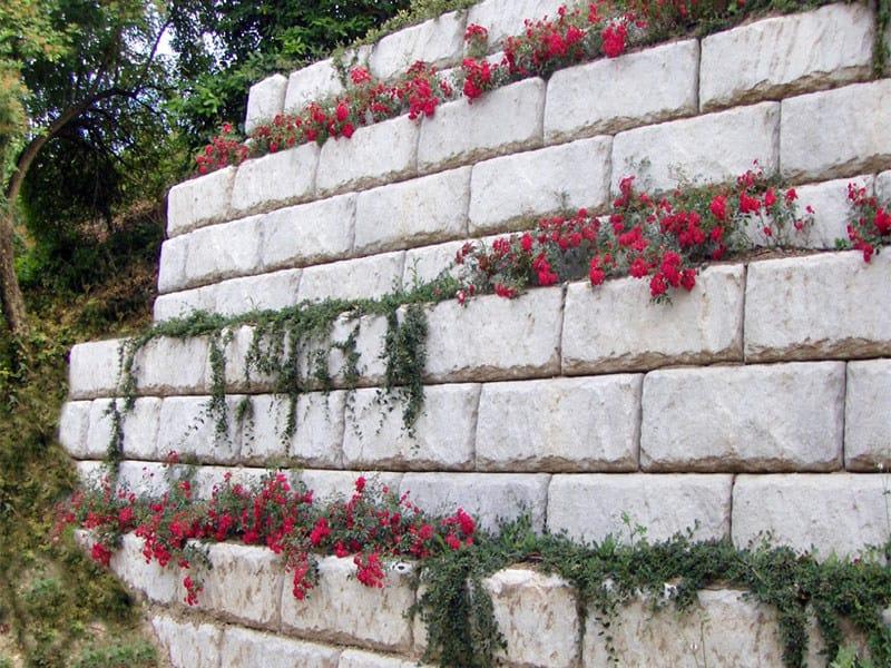 Blocchi Per Muri Di Contenimento.Muro Di Contenimento Redi Rock Calubini