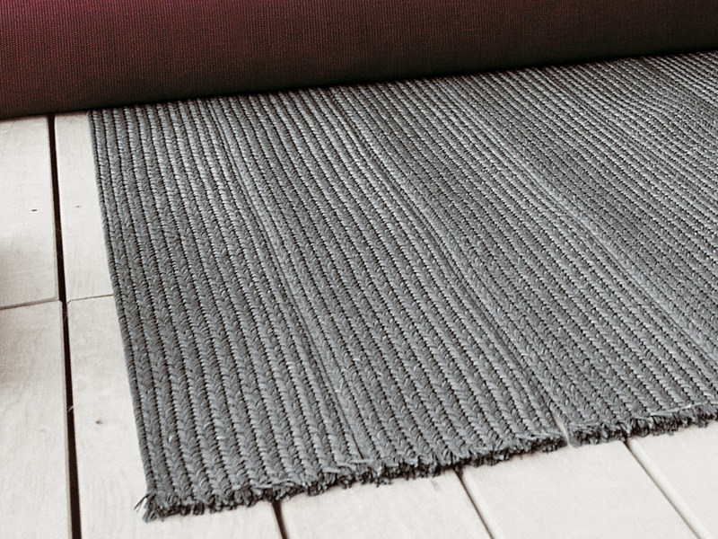 Solid-Color outdoor rug SAHARA by paola lenti
