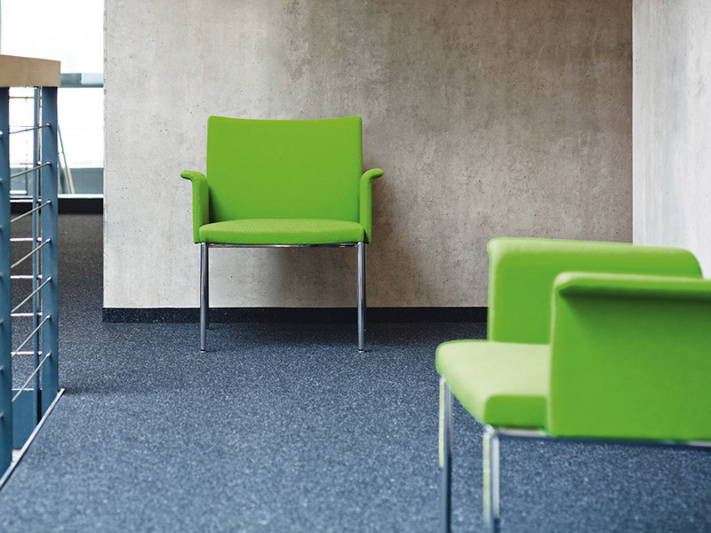 Fabric easy chair with armrests MILANOLOUNGE | Easy chair by Brunner