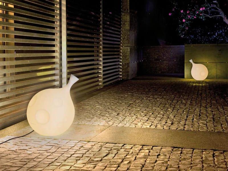 Lampada da terra a luce indiretta in polietilene LUA | Lampada da terra by arturo alvarez