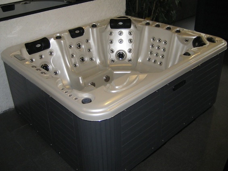 Hydromassage hot tub for chromotherapy 5-seats BL-829 | Hot tub 5-seats by Beauty Luxury