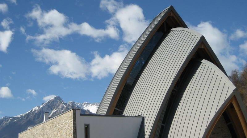 Zinco titanio VMZINC® Chiesa di Mas Peron (Bi)  - Progettista: Studio Arch Alberto De Biasio (Bl) - Finitura: Quartz-Zinc  Plus® - Tecnica: doppia aggraffatura