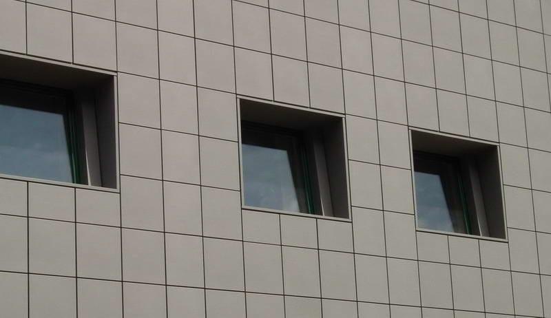 Zinco titanio VMZINC® Hotel Link - Cosenza - Progetto Umicore - Finitura: Quartz-Zinc® -Tecnica: Cassette