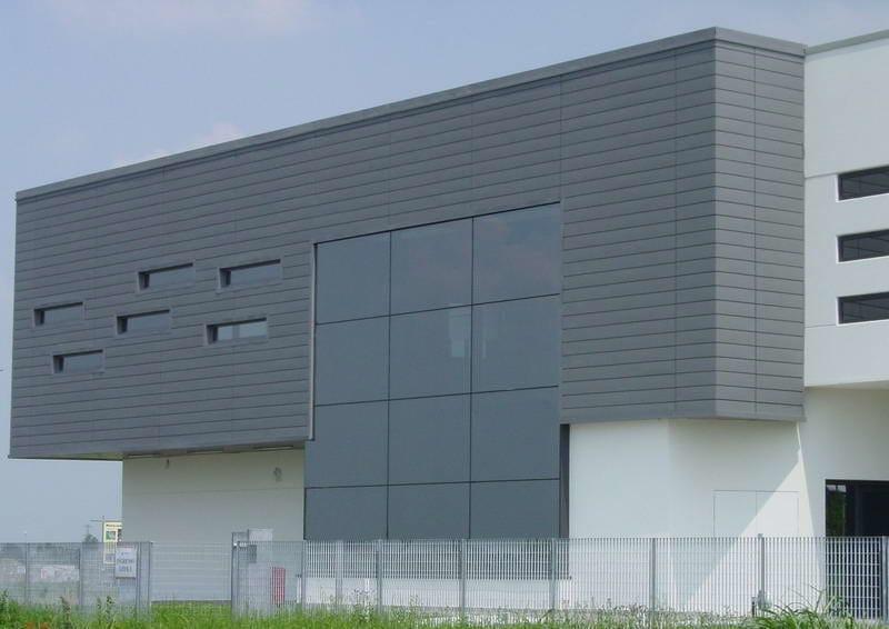 Zinco titanio VMZINC® Edificio Sede Migor Camicieria Spa - Carpi (Mo) - Progettista: Arch Pedrazzolli - Finitura: Quartz-Zinc® - Tecnica: profilo a doghe orizzontali