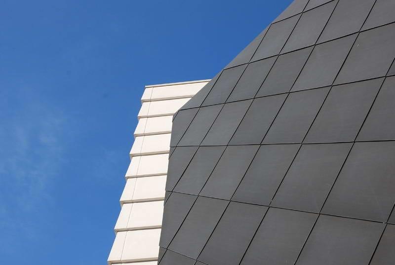 Zinco titanio VMZINC® Stabilimento Stoccaggio Rifiuti - Vittorio Veneto (Tv) - Progettista: Arch Evaristo De Luca - Finitura: Antrha-Zinc® - Tecnica: profilo a doghe orizzontali e scandole