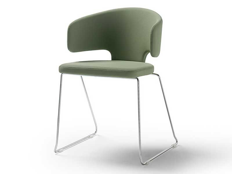 Sled base reception chair PRETTY-P | Reception chair by arrmet