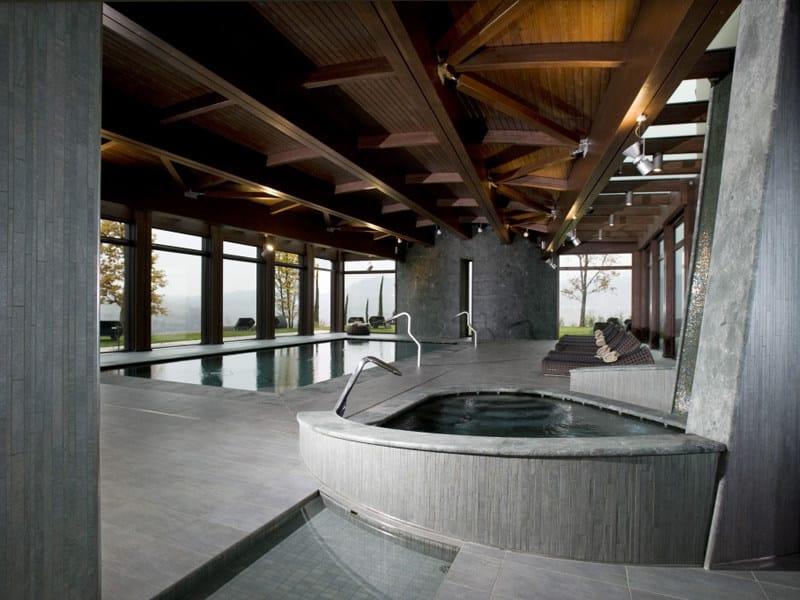 AQUÆ | Bordo per piscina in gres porcellanato Grand Hotel Boscareto - Serralunga d'Alba (CN) - Italia